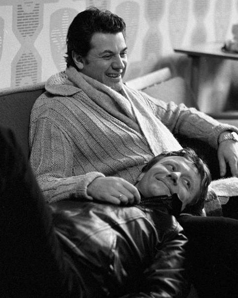 Андей Миронов и Александр Ширвиндт , сегодня его день рождения  Какой ваш любимый фильм с ним