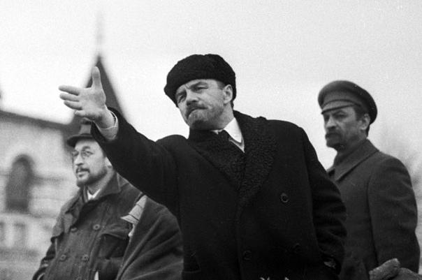 ВОЖДИ КИНЕМАТОГРАФА. ЛЕНИН СНИМАТЬСЯ НЕ ЛЮБИЛ, А СТАЛИН САМ ОТБИРАЛ АКТЁРОВ Ильич и предатель По воспоминаниям современников, Владимир Ильич Ленин очень не любил, когда кто-то изображал его на