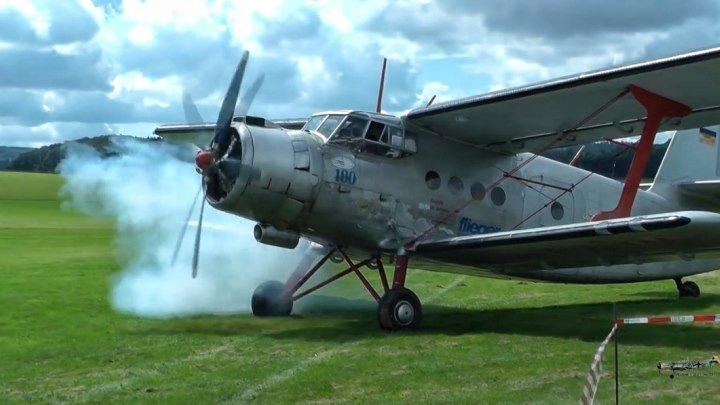 Ан-2 в Германии: взлёт, полёт, посадка. Двойное видео: ракурс с земли и из кабины пилота.