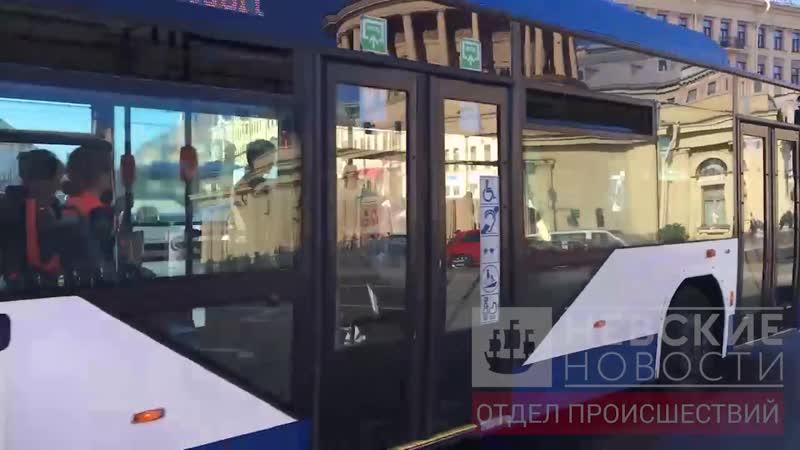 Две легковушки попали в ДТП на площади Восстания в Петербурге