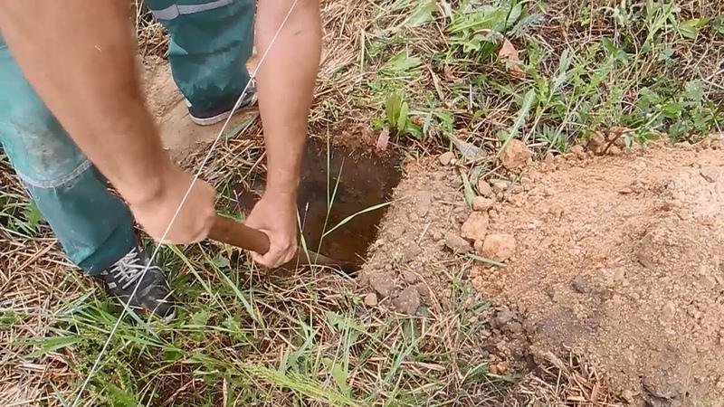 Как выкопать глубокую яму под железобетонный столб