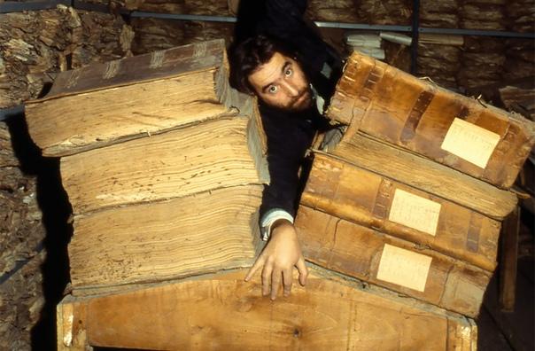 Исторические архивы Банка Неаполя считаются самой крупной в мире коллекцией банковских документов Шутка ли, здесь есть бумаги с середины XV века и до наших дней! Коллекция занимает 330 комнат в