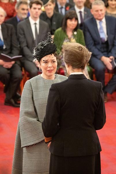 Оливия Колман, сыгравшая Елизавету II в «Короне», получила орден Британской империи «за службу драматургии»