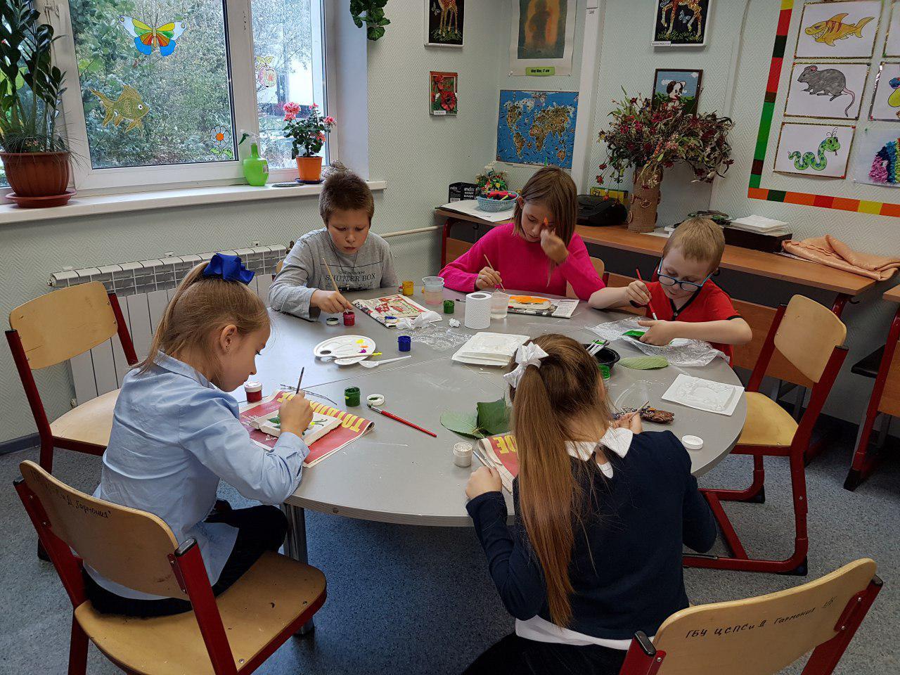Дети из Некрасовки научились смешивать краски