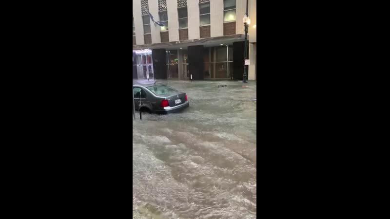 Así las inundaciones en New Orleans Louisiana estados unidos 😱😱 más de 6 pulgadas en una hora. 10..mp4