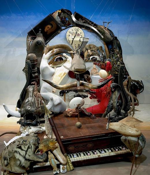 Необычные анаморфные портреты от Бернарда Праса Творчество французского художника Бернарда Праса (Bernard Pras) иногда называют «мусорным искусством», так как в своих анаморфных произведениях он