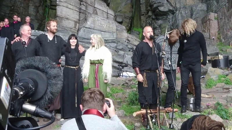 Wardruna, Aurora and Oslo Fagottkor: HELVEGEN