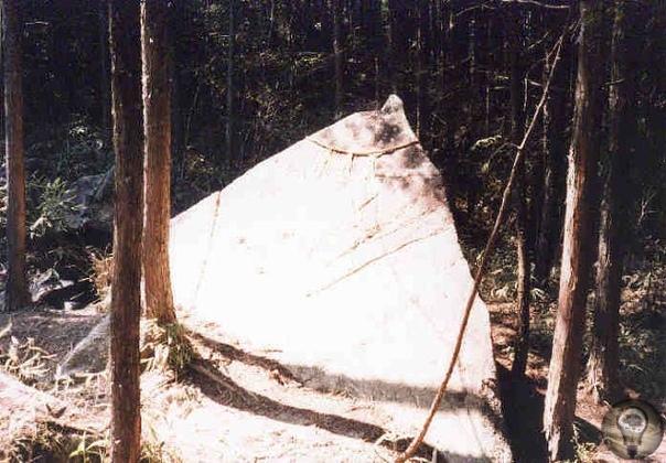 4пирамиды на горе Касаги в Японии