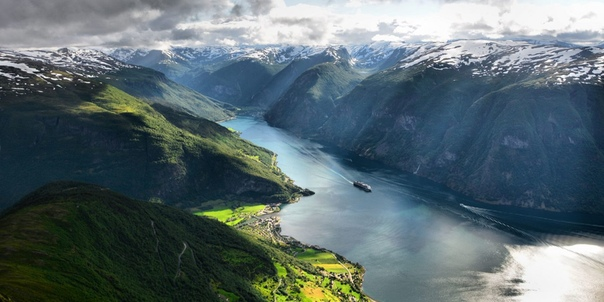 Это Согне-фьорд (Норвегия