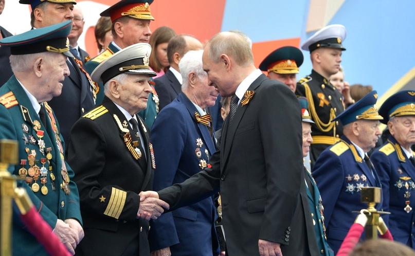 Кинокомпания «Союз Маринс Групп» поздравила ветерана Великой Отечественной Войны, который участвовал в знаменитом параде 1941 года в Москве