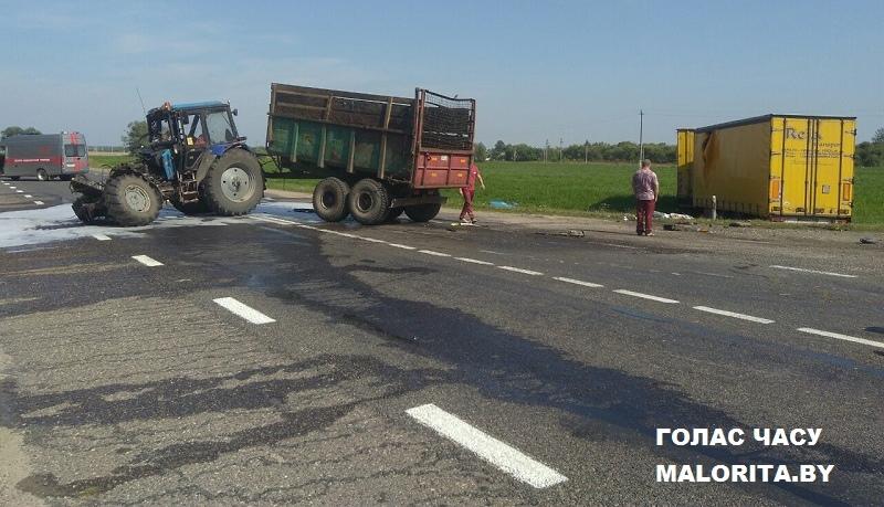 Трактор и фура на украинских номерах столкнулись на малоритской трассе. Погиб водитель