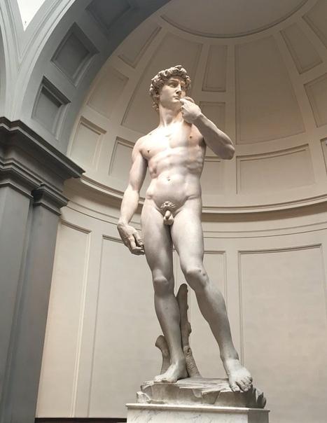 Статуя Давида, обложенная кирпичами для защиты от бомбежек, во время Второй Мировой войны