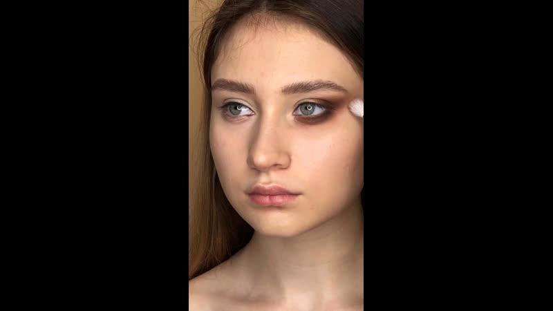 Макияж в технике «Кошачий глаз»