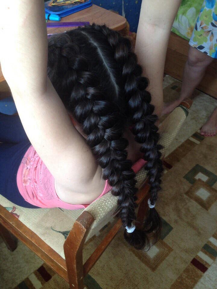 Дорогие девушки, думаю каждая из нас хочет иметь красивые и ухоженные волосыи зачастую сложные прически крайне сильно портят волосы засчет множества нанесённого лака