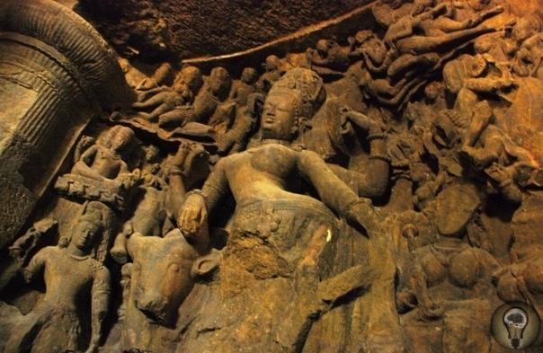 Таинственный остров Гхарапури (Элефанта) Уникальное место под названием Остров Элефанта, известный также как остров Гхарапури, расположен на востоке от Мумбая, на одном из многочисленных