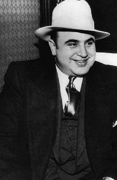 БРАТ АЛЬ КАПОНЕ ОКАЗАЛСЯ БОРЦОМ С БУТЛЕГЕРАМИ История знаменитого гангстера, убийцы и бутлегера Аль Капоне известна всем из многочисленных книг и фильмов, посвященных королю преступного мира.