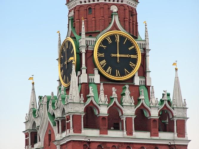 9 августа 1996 г. - Кремлевские куранты на Спасской башне впервые исполнили Госу...