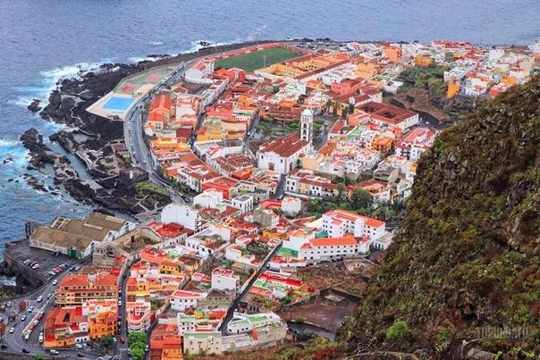 Катастрофическое извержение вулкана на Тенерифе разрушило этот город Гарачико в 1706 году