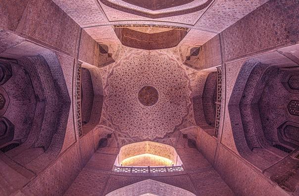 Иранский фотограф Фатима Хумейн Агей делает гипнотически прекрасные снимки старинных храмов и зданий в родной стране