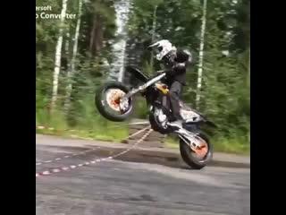 Крутейший трюк на мотоцикле rhentqibq nh.r yf vjnjwbrkt