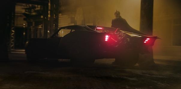 Мэтт Ривз поделился первым взглядом на Бэтмобиль в грядущем сольнике «Бэтмена» Премьера летом 2021.