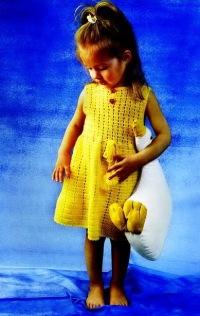 Платье для девочки, связанное крючком. платье.  В ярком желтеньком. маленькая модница будет выглядеть как солнышко.