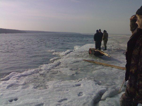 На берегу финского залива рыбалка