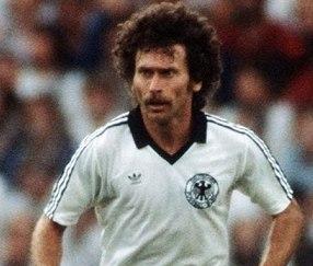 Игрок национальной сборной Германии Пауль Брайтнер