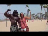 JAMAICA MUSCLE AT VENICE BEACH WITH FANS