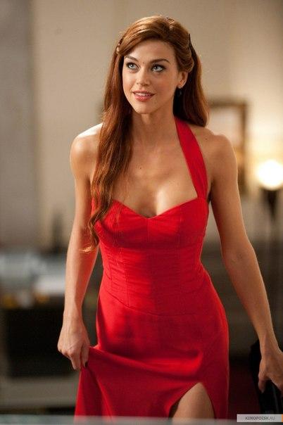 Леди Джей в красном платье
