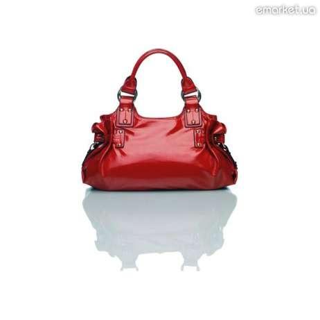 Лаковая сумочка красного цвета сделает тебя неотразимой. или станет...