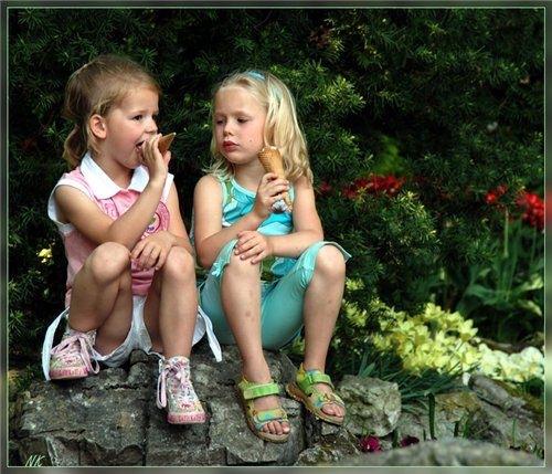 У меня есть подруга детства Полина.  Причем дружба наша началась с вражды.