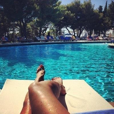 длинные ноги в бассейне фото