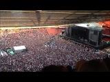 Зрители, ожидавшие начала панк-концерта, хором спели хит группы Queen