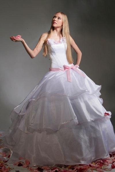 Самые красивые платья мира updated the