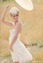 К свадебным платьям в стиле ретро хорошо подойдут такие аксессуары как...