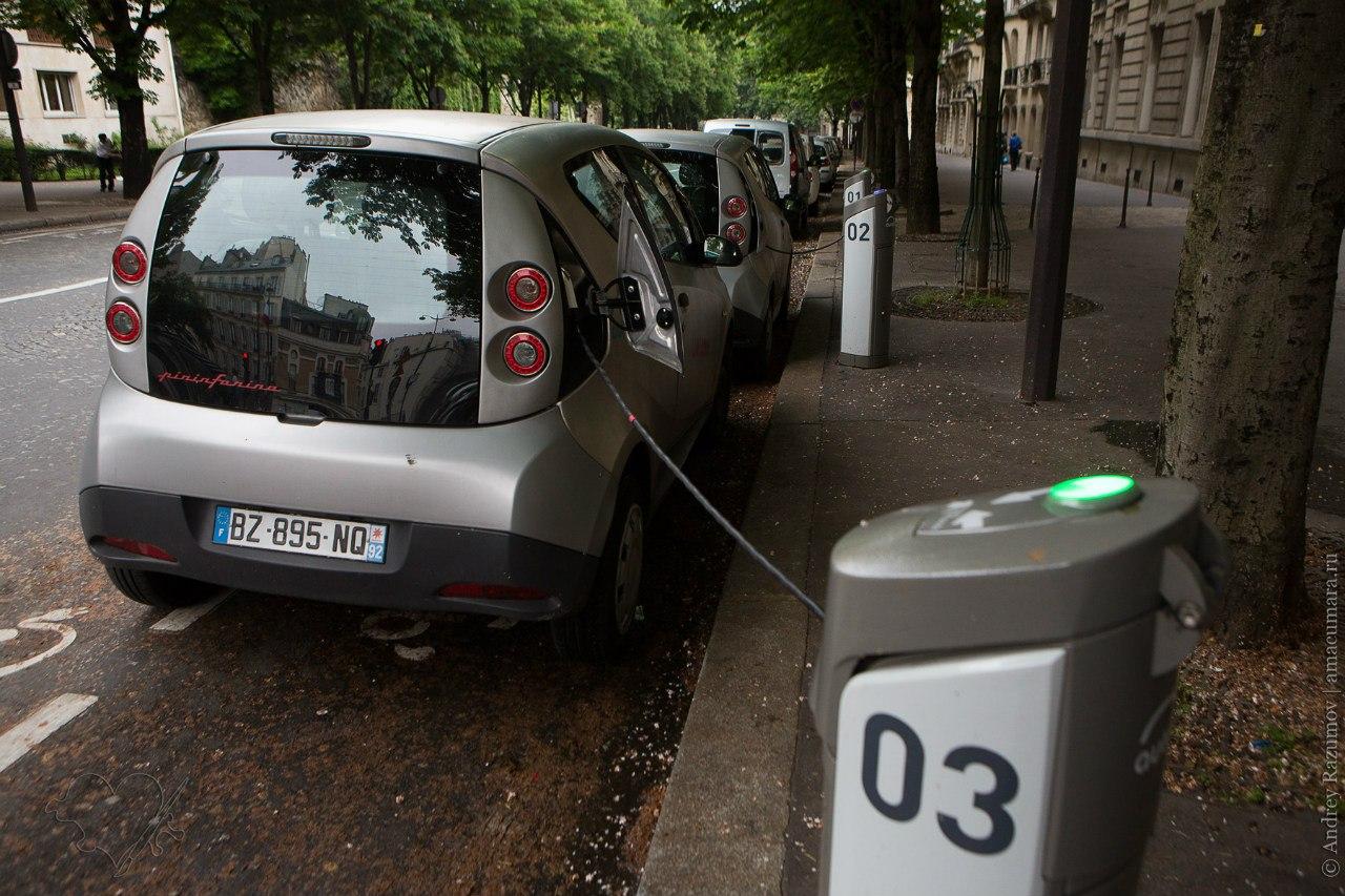 Париж прокат электромобиль Autolib Bluecar
