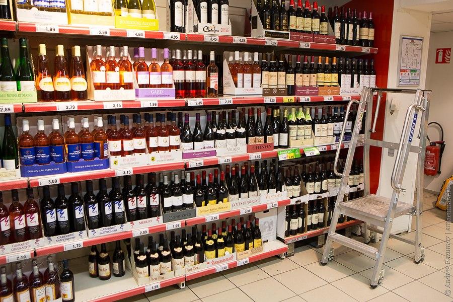 Магазин в Париже сыр вино багет