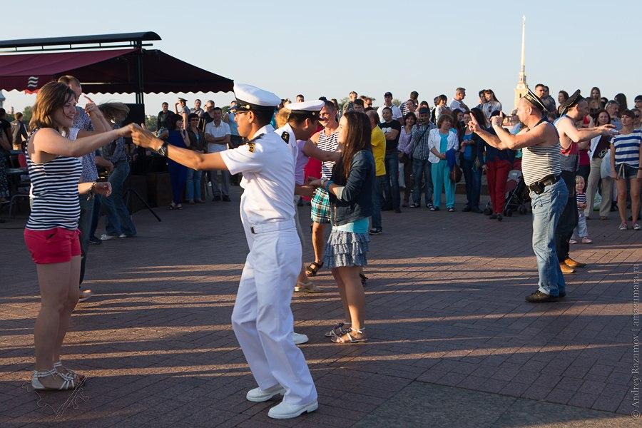 День ВМФ в Санкт-Петербурге фонтаны