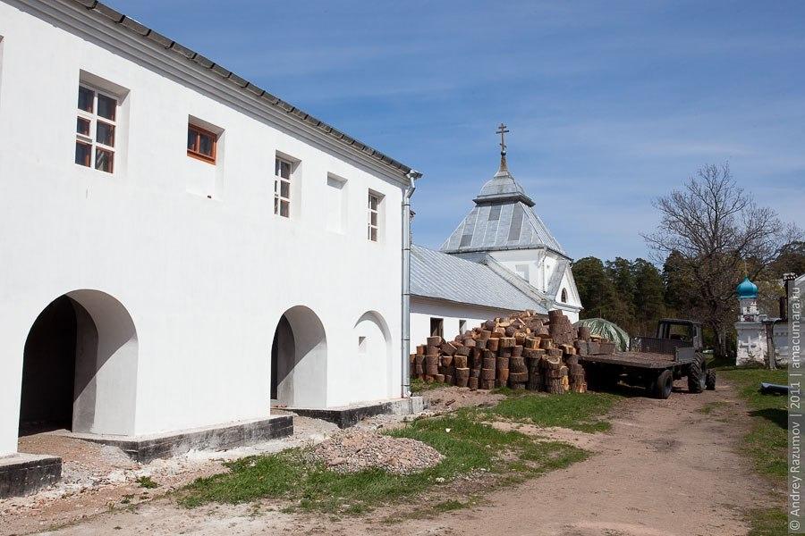 Остров Коневец монастырь скит камень