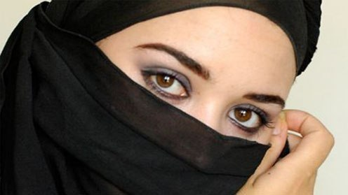 Мусульманку заставили снять никаб прямо на улице