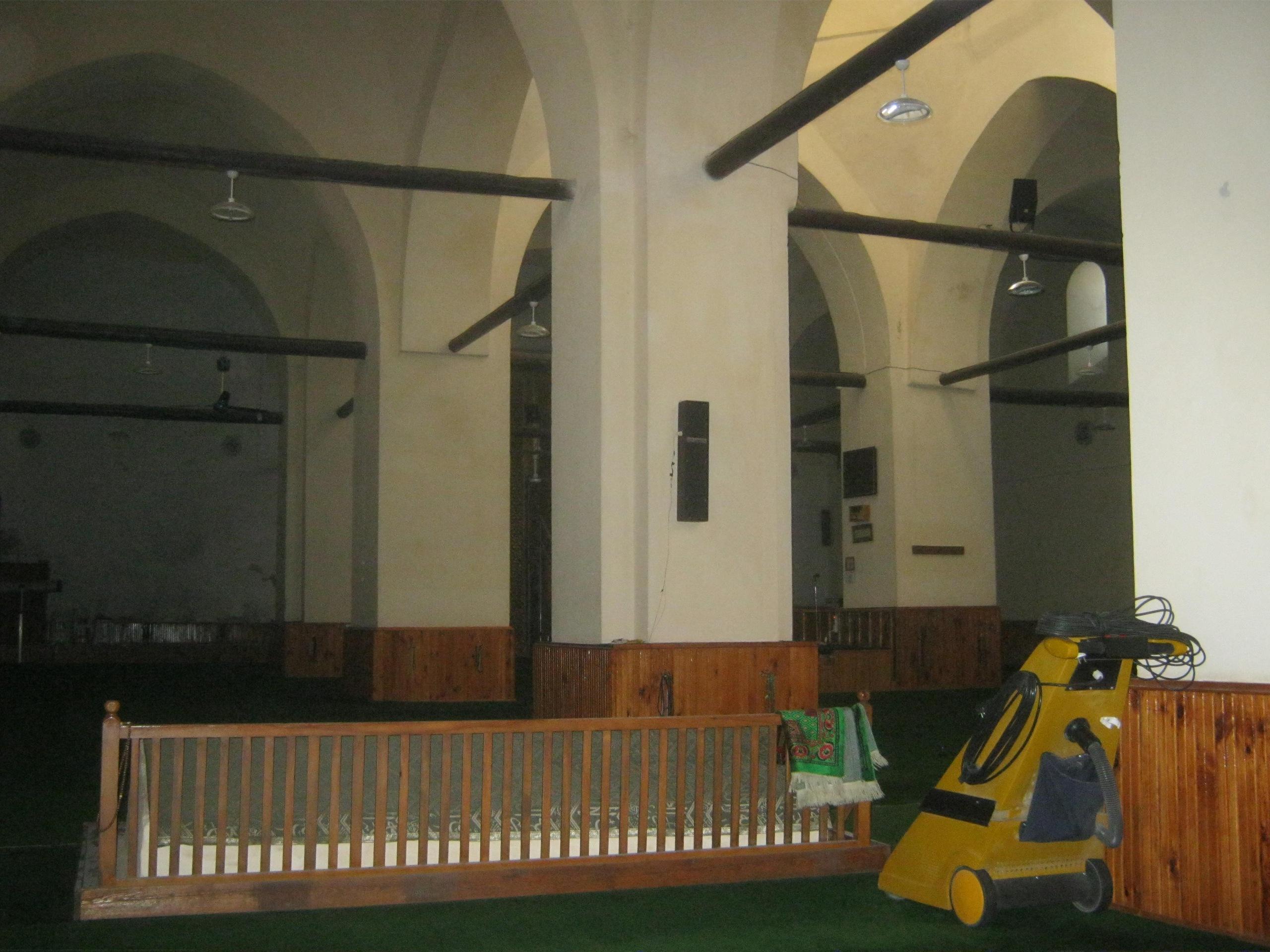 могила в мечети