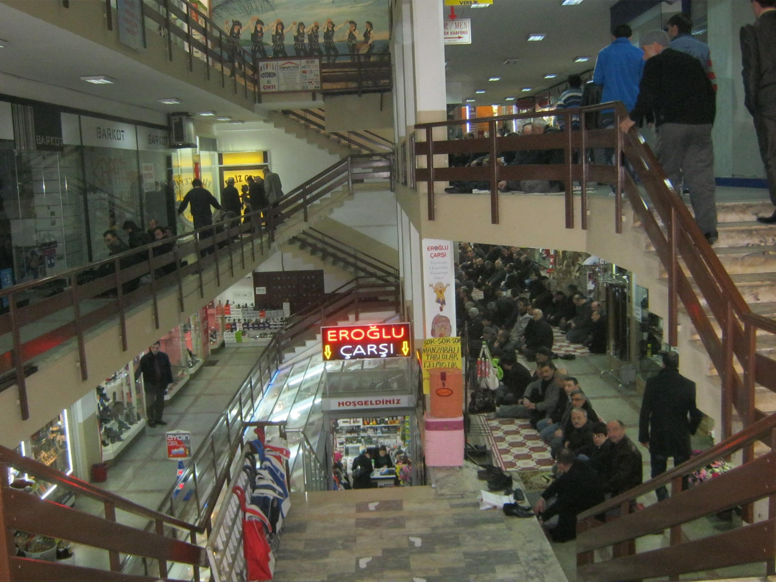 Пятничная молитва в торговом центре