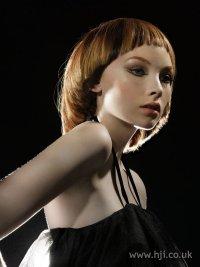 модные прически и цвет волос под цвет глаз.