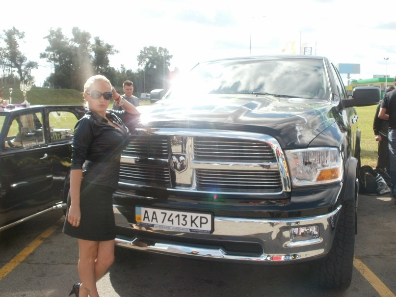 Мои путешествия. Елена Руденко. Киев. Авто шоу. 2011 г. Y_52219739