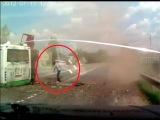 Кадры с видео-регистратора момента аварии грузовика и автобуса в Новой Москве. 13 июля 2013