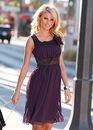 На фото представлены самые лучшие платья с яркими и красочными принтами...