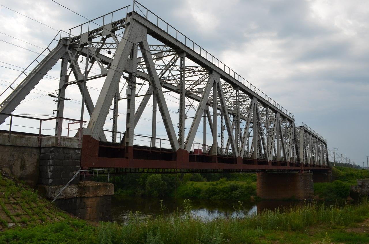 У Миргороді потяг збив двох людей