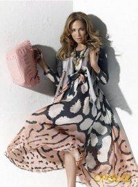 Звёзды в рекламных кампаниях сумок Samantha Thavasa.