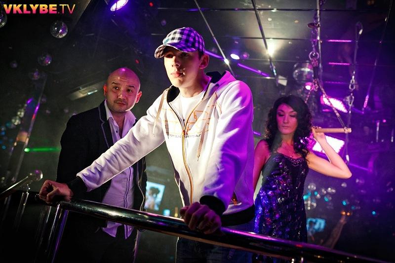 MC Brozzi DJ TiM HousE проект ТёмаТи feat Дина - Девочки